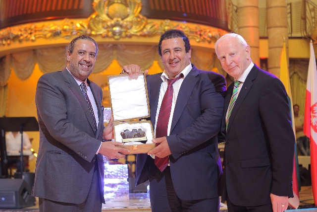 Armanian NOC President awarded a trophy_S