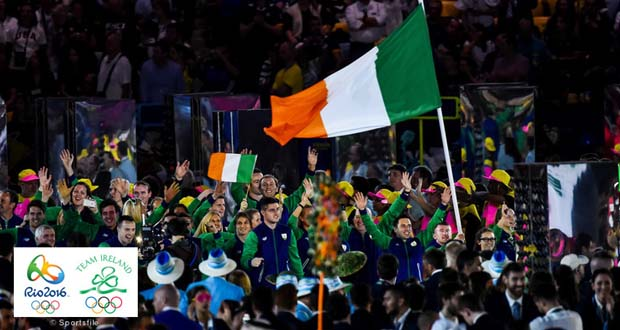 5 August 2016; Flagbearer Paddy Barnes of Ireland leads his team during the parade of nations at the opening ceremony of the 2016 Rio Summer Olympic Games at the Maracanã Stadium in Rio de Janeiro, Brazil. Photo by Ramsey Cardy/Sportsfile